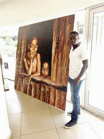 Hassan Kéré à la galerie la Rotonde Abidjan devant leur première toile figurative entièrement réalisée aux couteaux et à l'acrylique