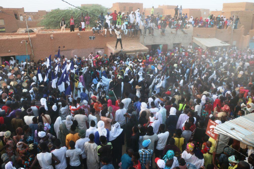 Ambiance du Bianou dans une rue d'Agadez