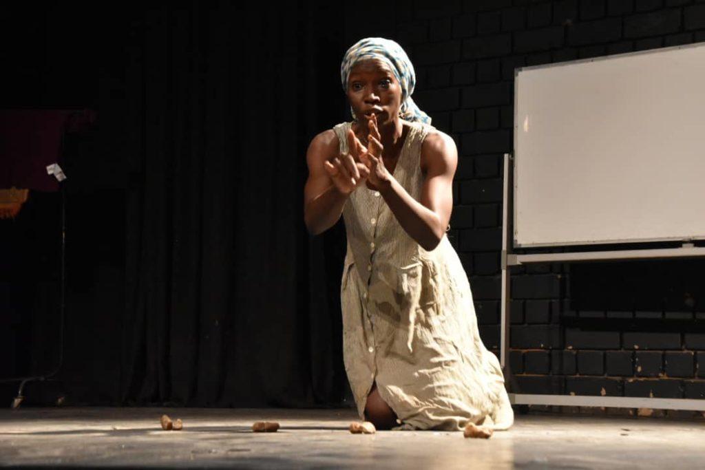 La comédienne Honorine Diama sur scène