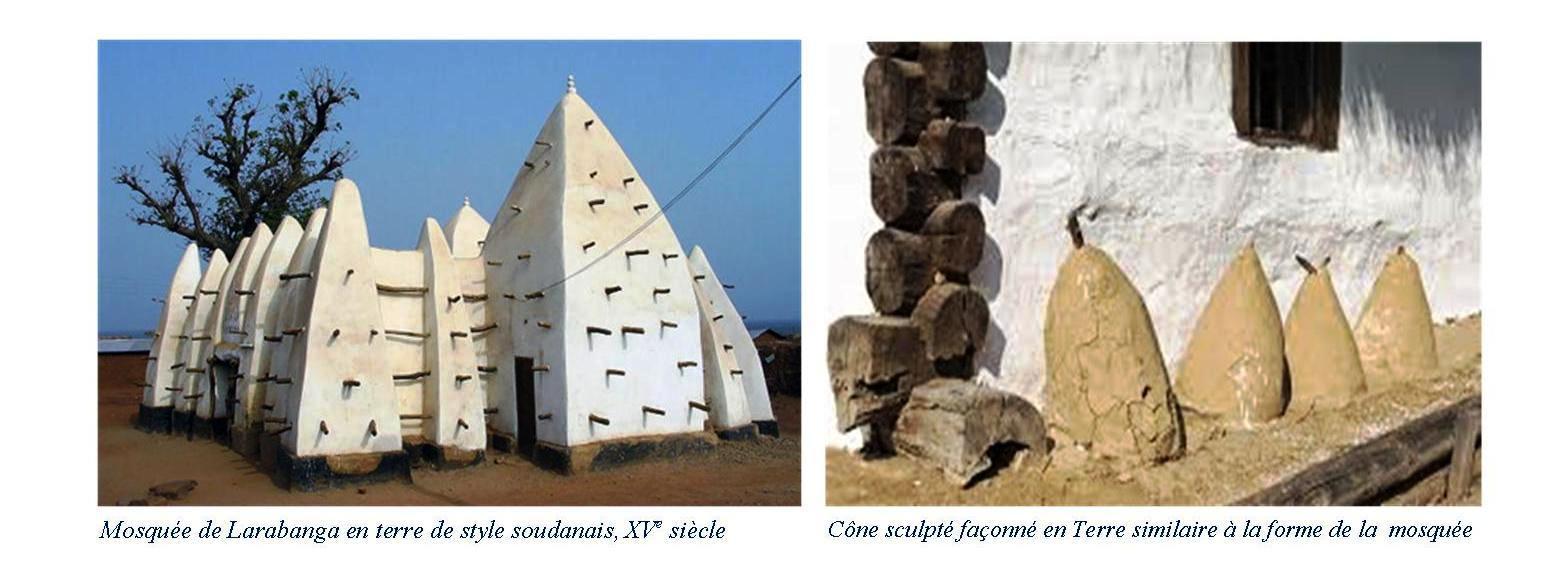 Mosquée de Larabanga en terre de style soudanais, XVème Siècle et Cone sculpté en terre similaire à la forme de la mosquée