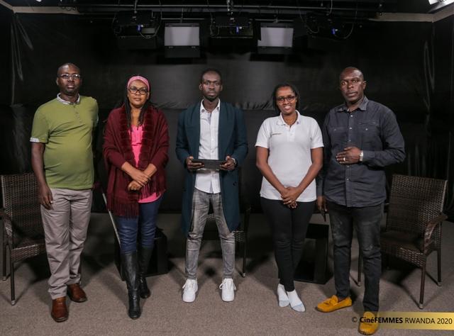 Floriane Kaneza après un entretien avec Jacqueline Murekeyisoni (2ème à partir de la gauche), fondatrice de CineFemmes Rwanda